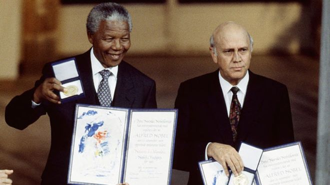 FW De Klerk and Nelsson Mandela sharing the 1993 Nobel Prize (Getty Images)